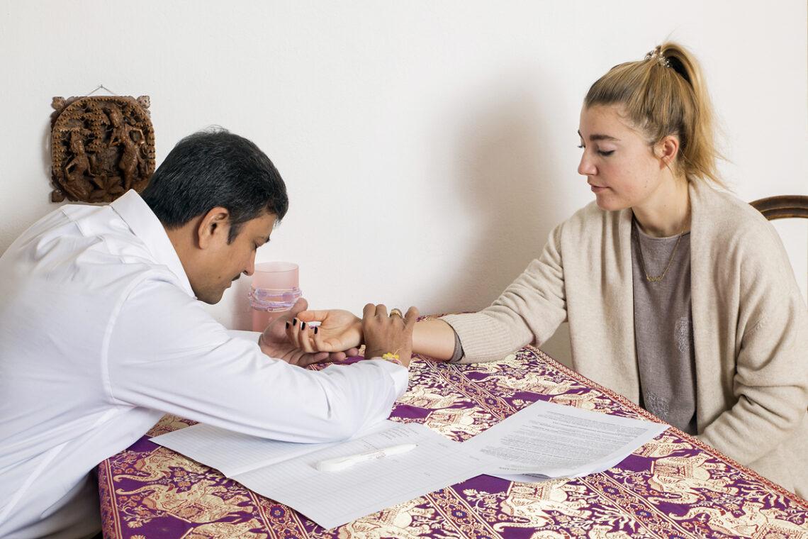 Ayurvedische Pulsdiagnose: Traditionelles Wissen bringt uns ins Gleichgewicht